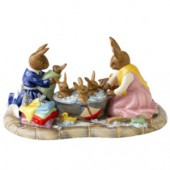 Royal Doulton 2011 Tableau Bathtime (15231)
