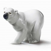 Attentive Polar Bear (4540)